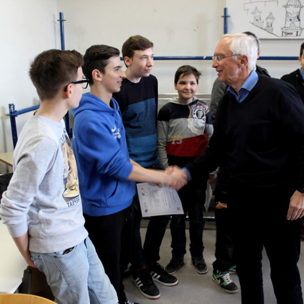 Urkundenübergabe an der Lerchenrainschule in Stuttgart-Süd