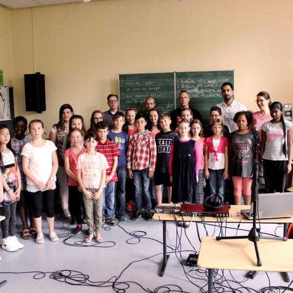 Der Kinderchor der Martin-Luther-Schule in Stuttgart Bad-Cannstatt und das Recording-Team