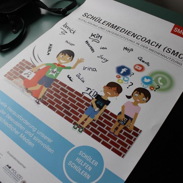 Ein signiertes SMC-Poster